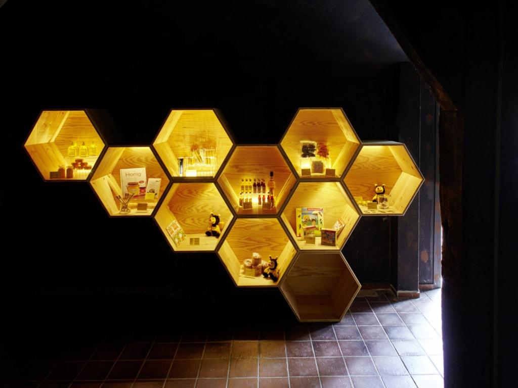 """""""Bee World"""" Niederhaverbeck: Bee Shop   Photo: Burmester"""
