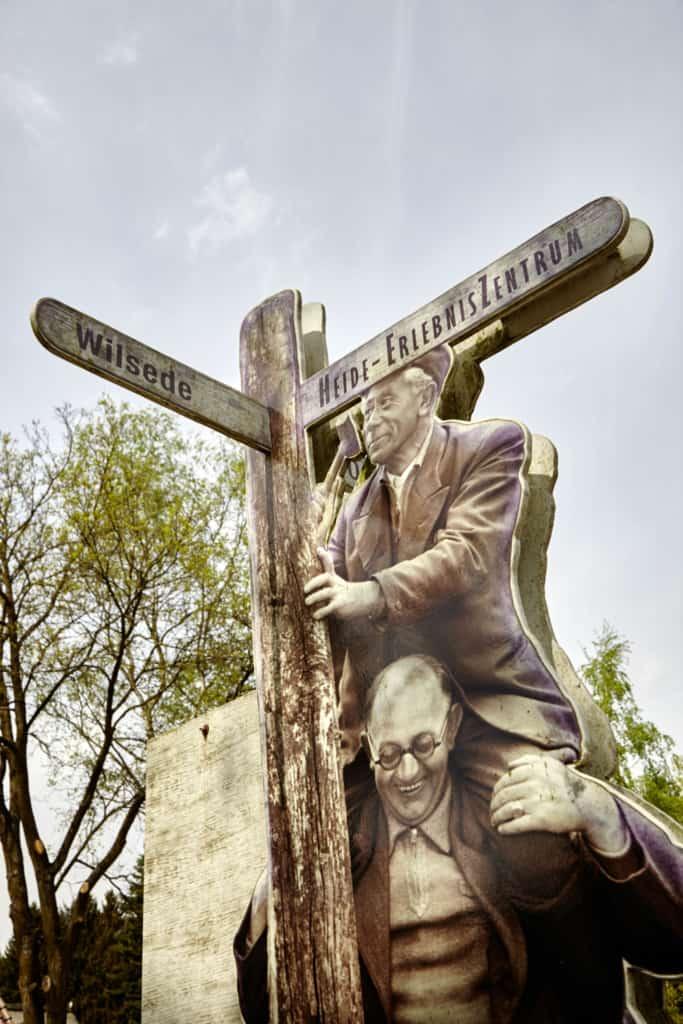Signpost at the VNP Heide-ErlebnisZentrum in Undeloh | Photo: Christian Burmester