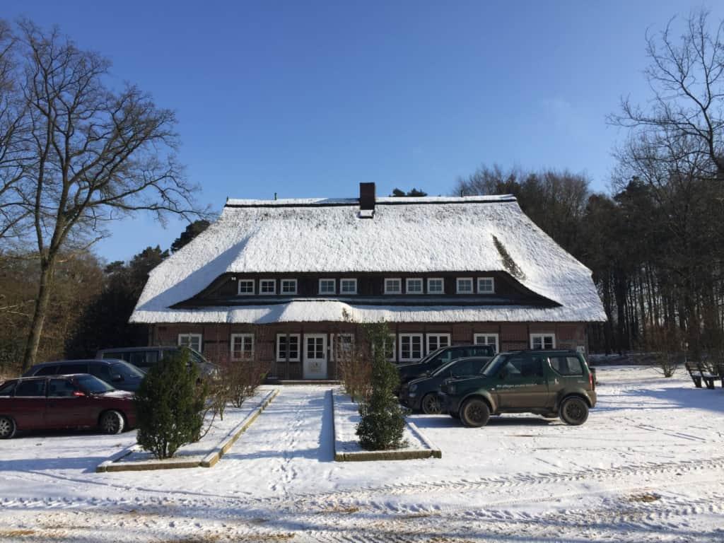 VNP Geschäftsstelle in Niederhaverbeck im Winter mit Schnee