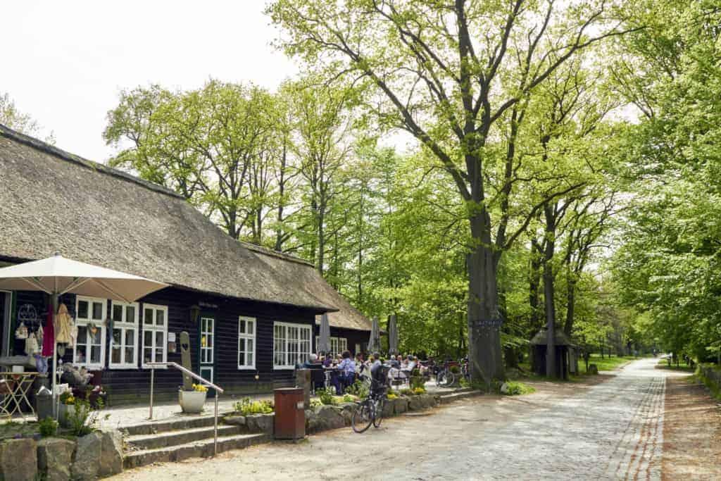 Außenansicht Milchhalle Wilsede mit Kaffeegarten   Foto: Christian Burmester