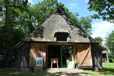 """Ausstellung: """"Vom Acker und seinen Kräutern"""" im Schafstall des VNP Heidemuseums Emhoff, Wilsede"""