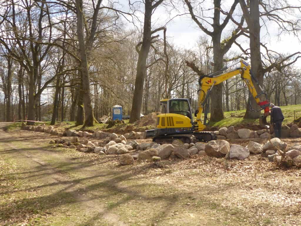 Bauarbeiten Trockensteinmauer Schlangengrund in Wilsede