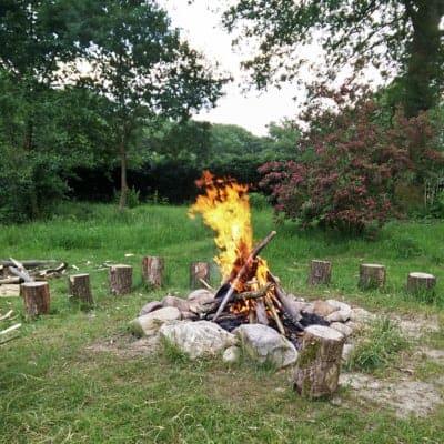 FÖJler Michas Stockbrotfeuer auf dem Hillmershof