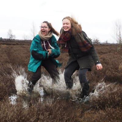 Im Moor - FÖJlerinnen Anika und Beke