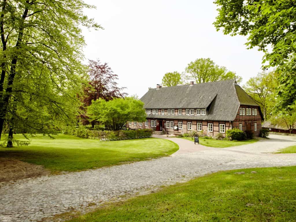 Landhaus Haverbeckhof in Niederhaverbeck im Frühling | Foto: Burmester