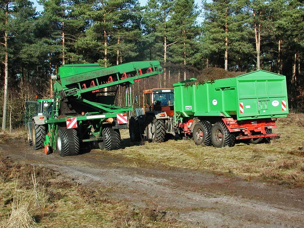 Mechanical cutting of sods   VNP Stiftung