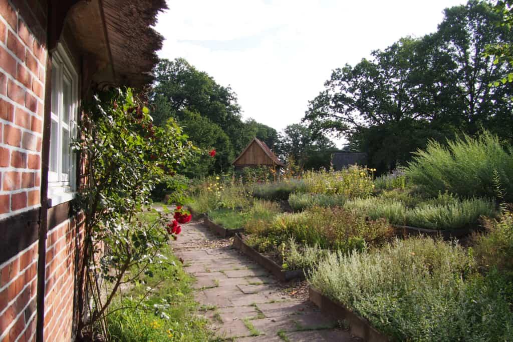 Ansicht des Kräutergartens auf dem Schulbauernhof Hillmershof | VNP Kinderakademie