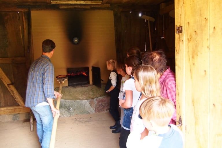 Baking day in the bakehouse at the Hillmershof school farm | VNP Children's Academy