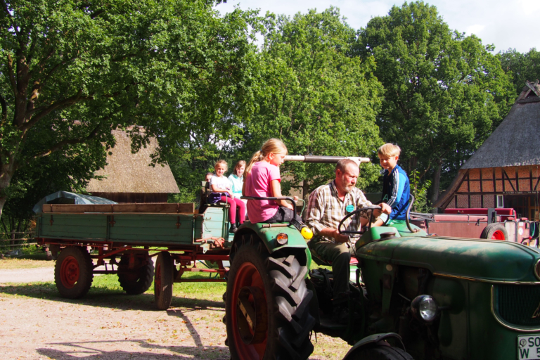 On the road with the tractor at the school farm Hillmershof | VNP Children's Academy