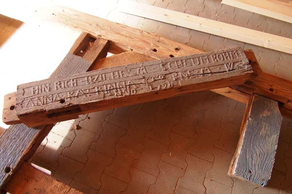 Original-Türbalken der Küchenscheune für den Hillmershof