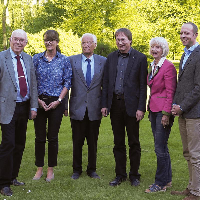 Der neue VNP-Vorstand v.l.: Ehrenvorsitzender Wilfried Holtmann, Bärbel Walter, Ehrenvorsitzender Hans Joachim Röhrs, Vorsitzender Prof. Dr. Thomas Kaiser, Gisela Fengefisch und Dr. Björn Hoppenstedt